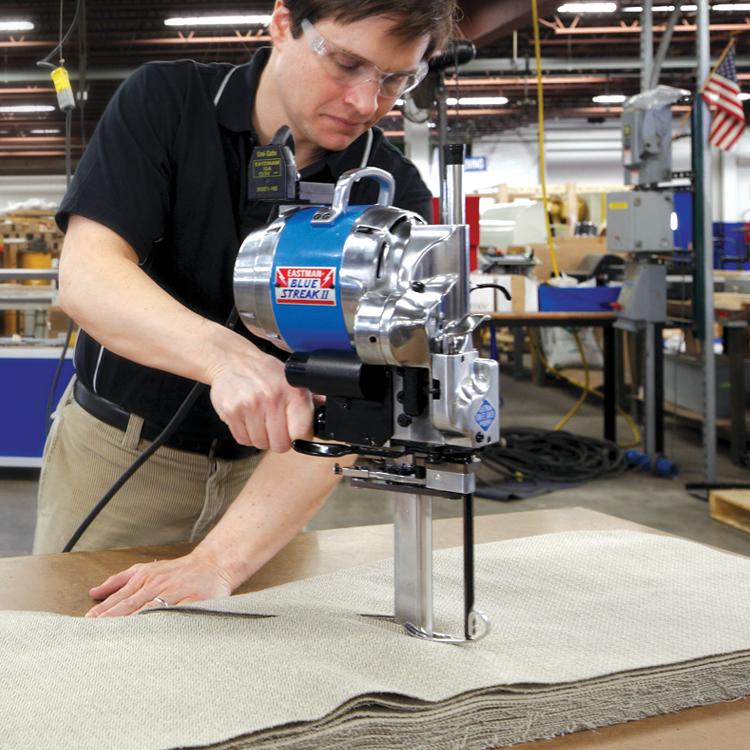Hướng dẫn sử dụng máy cắt vải đứng